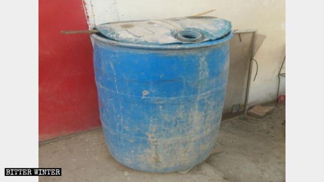 Un grosso serbatoio d'acqua deve essere installato in ogni casa in affitto per «scopi antiterrorismo».