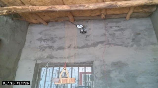 Una telecamera di sorveglianza installata in una casa messa in affitto