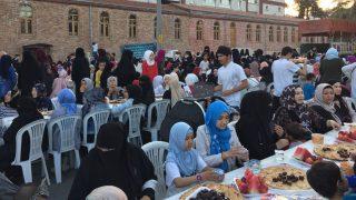 Un triste iftar per i rifugiati uiguri a Istanbul