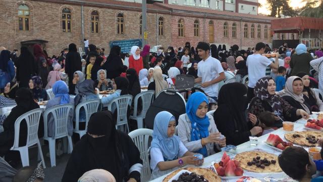 Pronti per celebrare l'iftar
