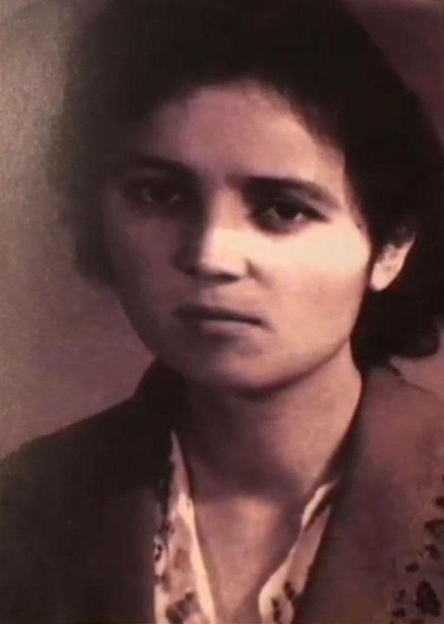 Söyüngül Chanisheff durante gli anni giovanili, in una foto scattata nel 1963, quando era studentessa di medicina all'Università dello Xinjiang